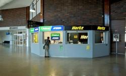 Aena ha adjudicado las licencias para alquiler de coches en 36 aeropuertos por 70 millones de euros al año más un 8 por ciento de la facturación.