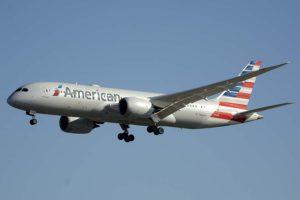 Boeing 787 de American Airlines aterrizando en Madrid procedente de Dallas.