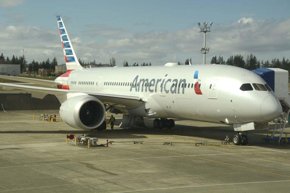 El Boeing 787-8 N818AV de American Airlines en Paine Field poco antes de su entrega.