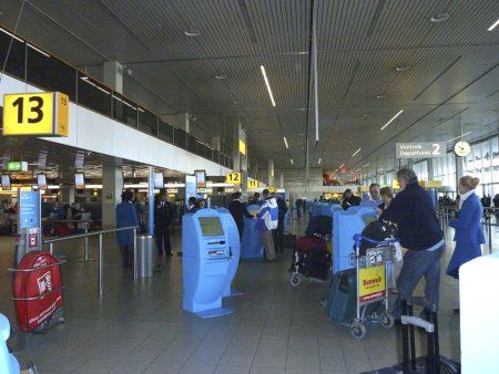 Facturación de KLM en el aeropuerto de Amsterdam Schiphol.