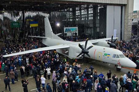 Rollout del An-132D en la factoría de Antonov.