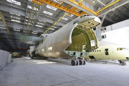 La celúla del segundo An-225 en uno de los hangares de Antonov a la espera de mejores tiempos.
