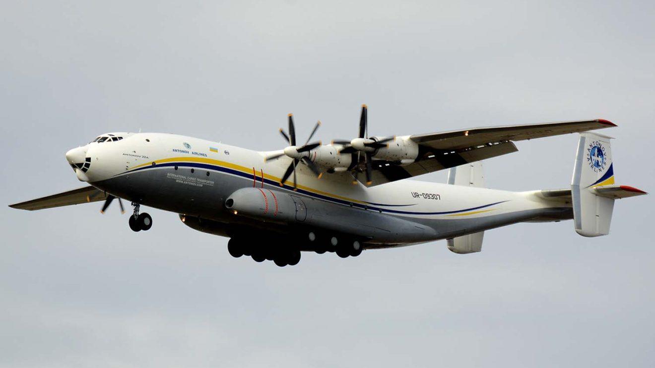 El único An-22 en servicio civil aterrizando en la base aérea de Torrejón el 27 de octubre.