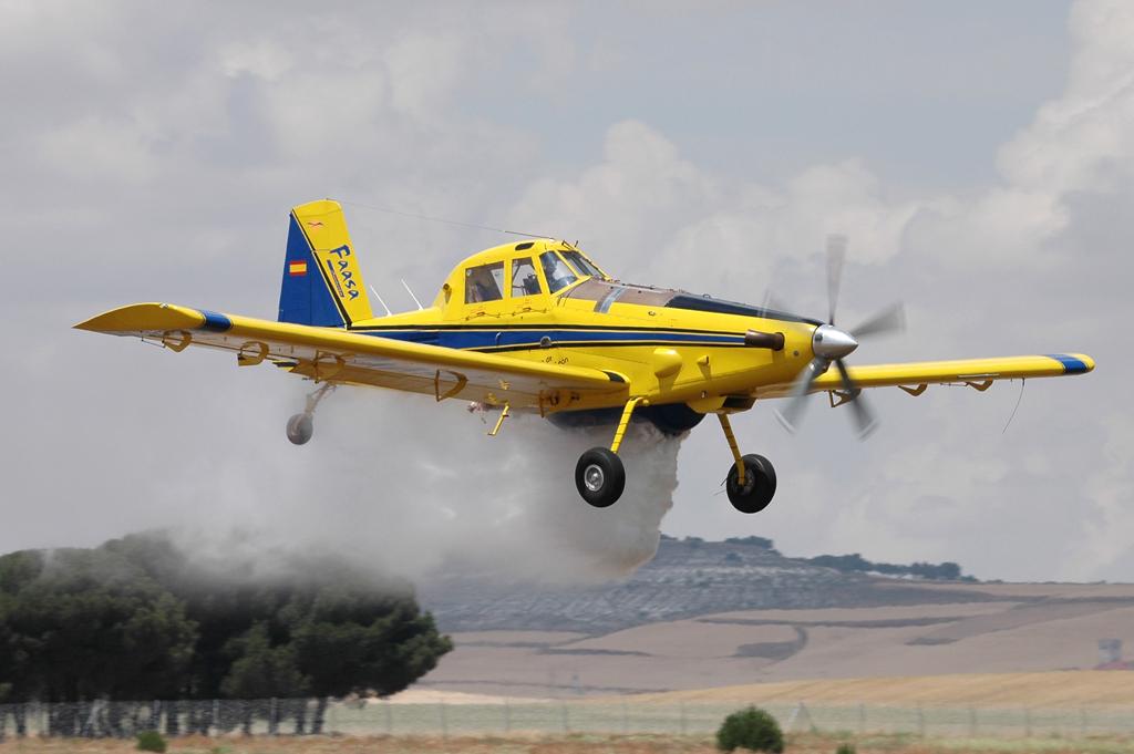 El Air Tractor es capaz de descargar 3.000 litros de agua.