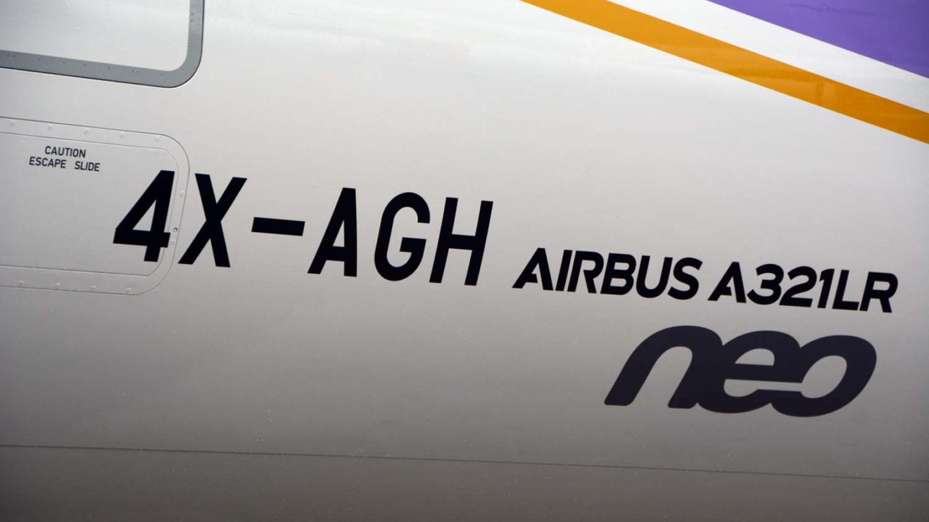 Que no quede duda. Junto a la matrícula, en la parte trasera inferior del fuselaje el avión luce orgullosamente qué modelo es.