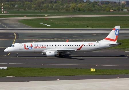 El primero de los Embraer E195 de Arkia fue comprado a Globalia cuando esta canceló el lanzamiento de Universal Airlines, cuyos colores luce.