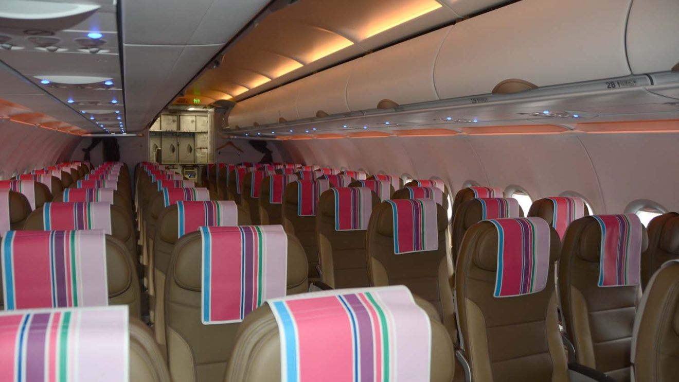El color de los asientos representa el de la arena del desierto.