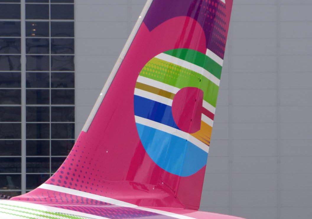 Arkia ha adoptado una nueva imagen corporativa hace unos meses, en la que juega con los colores dentro de un mismo esquema.