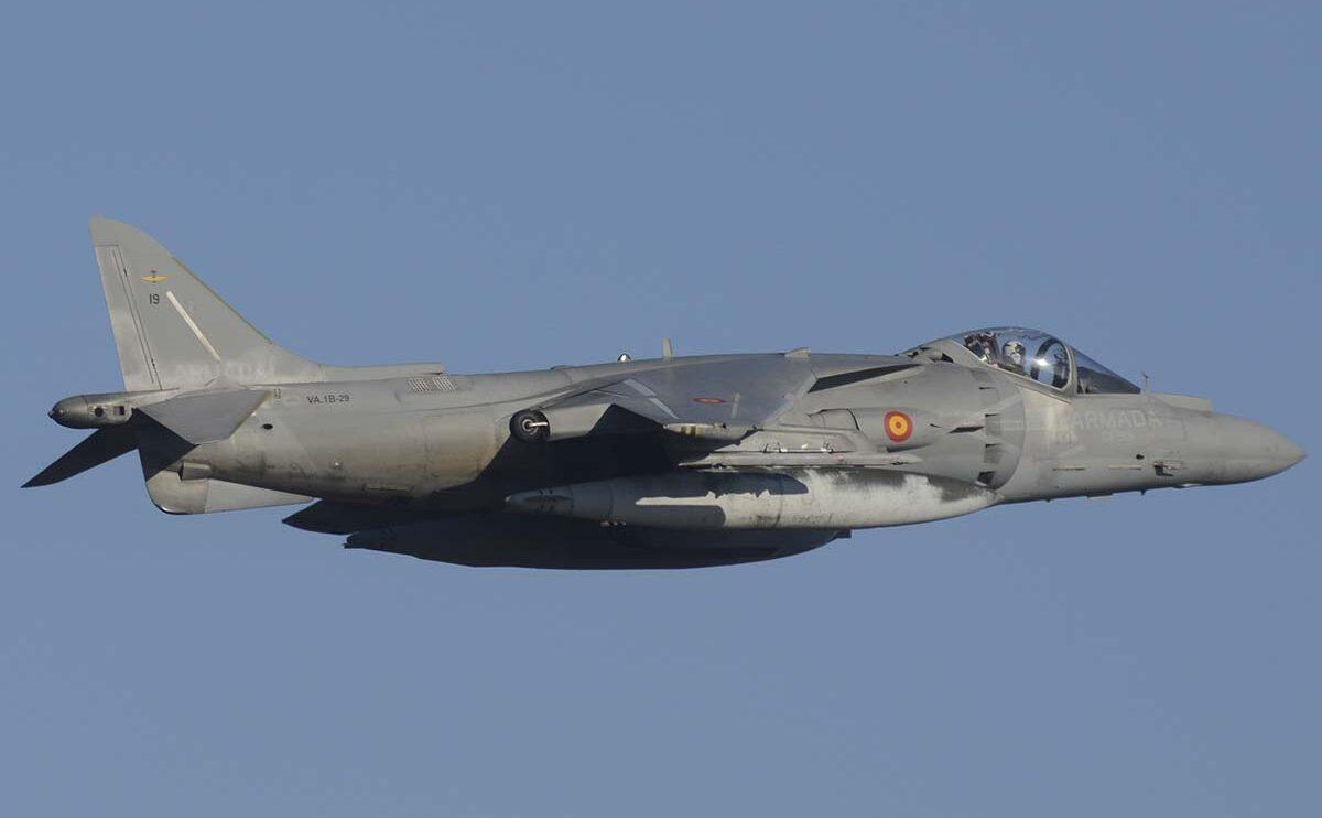 la Armada ha participado con cuatro Harrier y tres helicópteros.