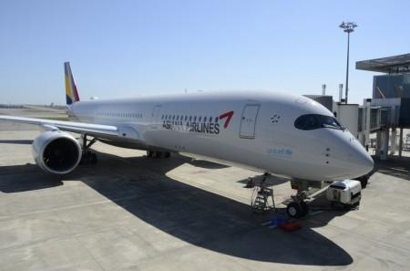 El primer Airbus A350 de Asiana en el centro de entregas de Airbus en Toulouse.