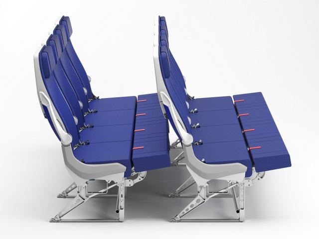 """60 asientos repartidos en grupos de tres y cuatro, cuentan con un apoyapiernas que puede colocarse horizontal para formar una """"cama"""" donde se pueden acomodar dos adultos (apretados) o un adulto y uno o dos niños."""