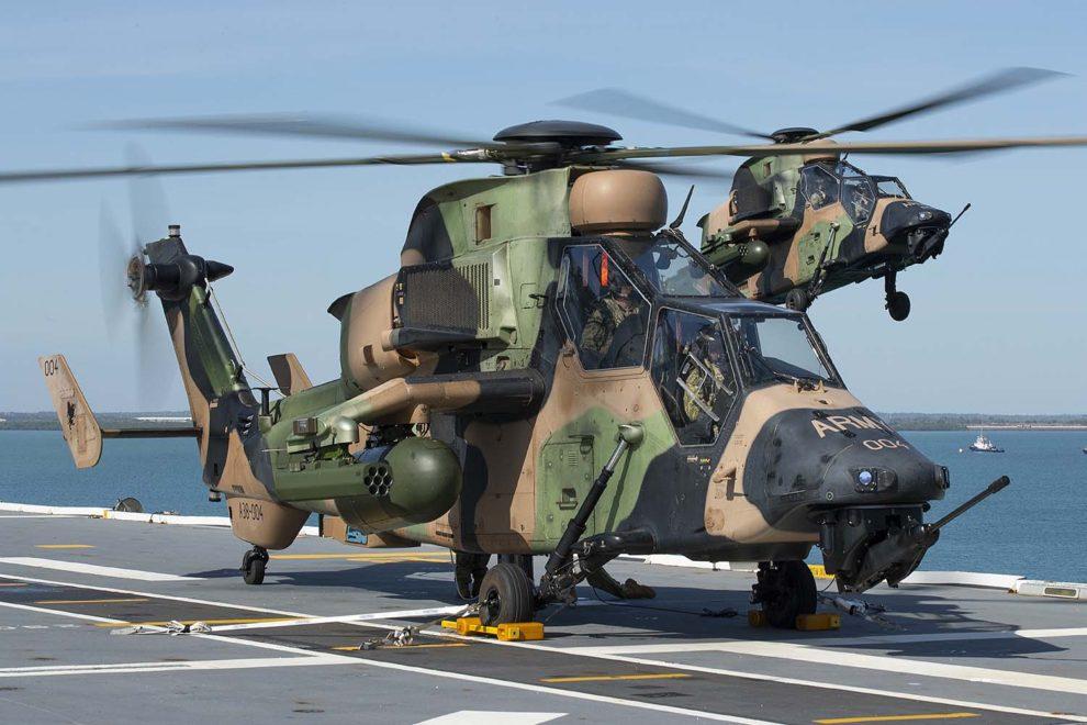 Tigres australianos operando en el LHD HMAS Canberra.