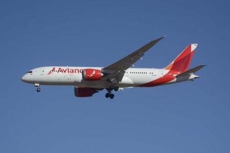 La edad media de la flota de las aerolíneas latinoamericanas está cayendo en picado y pronto, con aviones como este Boeing 787 de Avianca, estará por debajo de la media mundial.