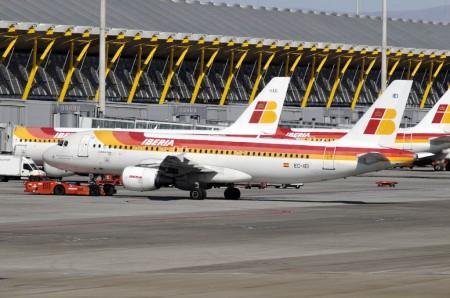 La suma de Iberia, Iberia Express y Air Nostrum lidera las estadísticas de los aeropuertos de Aena en España.
