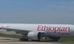 Boeing 777-200LFR carguero de Ethiopian que tiene ahora parada en Zaragoza.