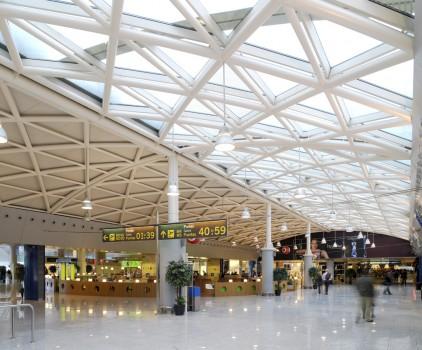 El Aeropuerto de Barcelona El Prat fue el que registró el mayor número de pasajeros en agosto de 2014.