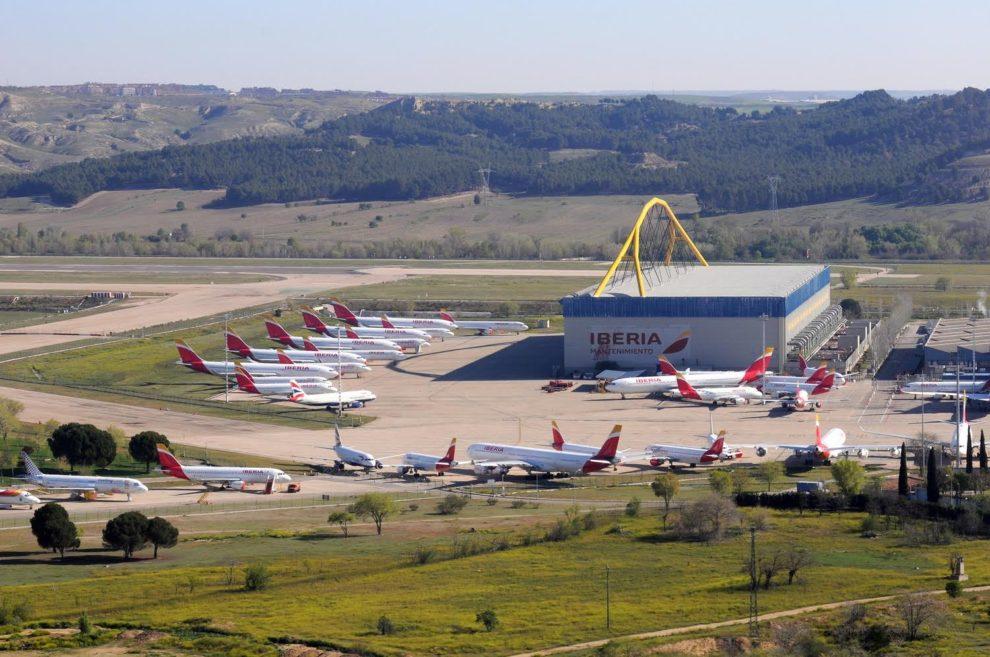 Aviones de Iberia, British Airways y Vueling aparcados en La Muñoza por la crisis del COVID-19.