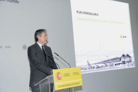 El ministro Íñigo de la Serna durante la presentación del plan inmobiliario del aeropuerto Madrid Barajas.