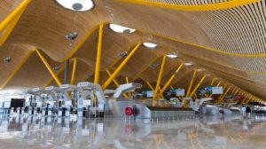 El tráfico de pasajeros cayó un 66 por ciento en los aeropuertos españoles en la primera mitad de 2020.