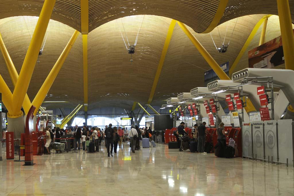 Más de ,9 millones de viajeros pasaron por el aeropuerto de Madrid Barajas en abril de 2016.