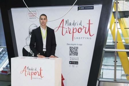 El servicio de personal shopper en Barajas ayuda y recomienda a la hora de hacer compras en las tiendas del aeropuerto.