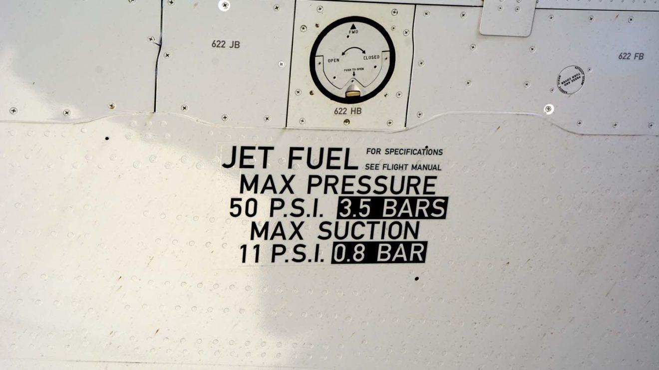 Detalle de la toma de combustible en el ala del Airbus aS320neo.