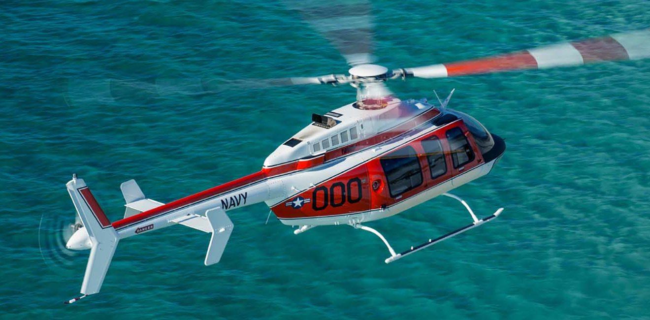 Demostrador del Bell 407 decorado con los colores de la Marina para presentarse al concurso del nuevo entrenador.