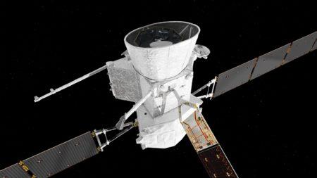 BepiColombo en su configuración de viaje. con las dos sondas, el escudo y el módulo propulsor..