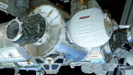 Recreación del modulo hinchable BEAM conectado a la estación espacial internacional.