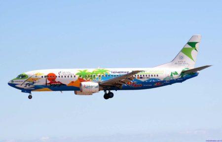 El Boeing 737 de Binter lució una atractica imagen.