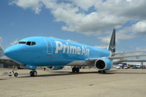 Boeing 737-800F con colores de Amazon.