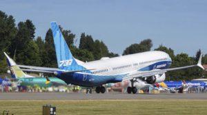 Despegue del aeropuerto de Renton del Boeing 737-10 en su primer vuelo,