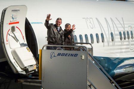Jim Webb y Keith Otsuka, pilotos de prueba y evaluación de Boeing fueron los encargados del primer vuelo del Boeing 737 MAX 7.