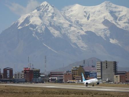 El segundo de los Boeing 737 MAX 8 en el aeropuerto de El Alto durante las pruebas en abril.