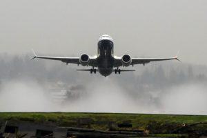 El primer Boeing 737 MAX 8 despegando en uno de sus vuelos de prueba.