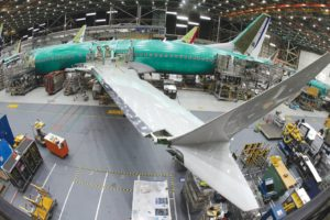 Boeing 737-8 en la cadena de montaje de Renton.