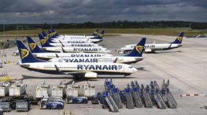 Aviones de Ryanair a la epsera de que vuelvan los viajes aéreos.