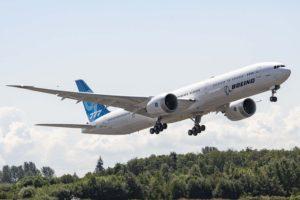 Despegue del tercer Boeing 777-X en su primer vuelo.