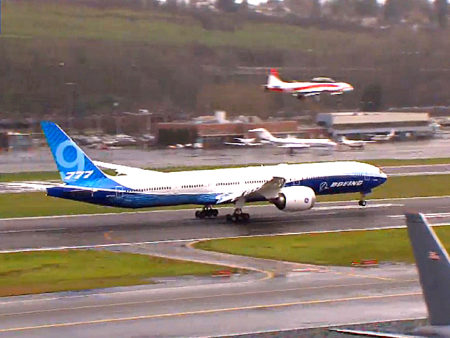 El N779Xw, el primer Boeing 777-9 aterrizó en Boeing Field tras casi cuatro hora de vuelo.