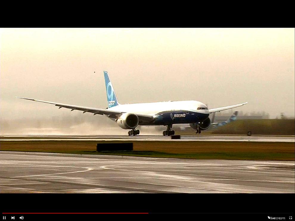 Despegue del primer Boeing 777-9 en su vuelo inaugural desde Paine Field.