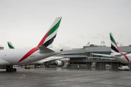 Los tres Boeing 777 que acaba de recibir Emirates en el centro de entregas del fabricantes en el aeropuerto de Paine Field.