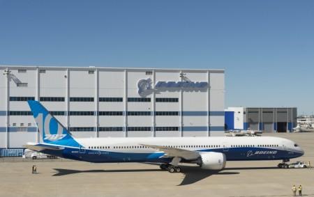 El primer Boeing 787-10 tras ser pintado.