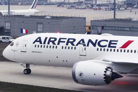 Detalle de los nuevos títulos aplicados al Boeing 787-9 de Air France.