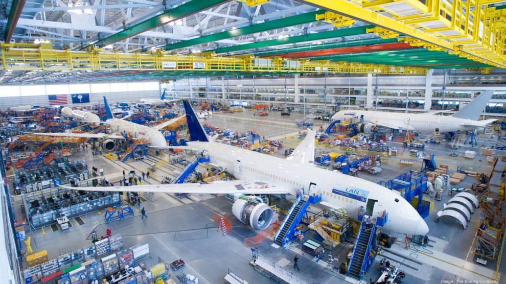 Interior de la cadena de montaje del Boeing 787 en Charleston.