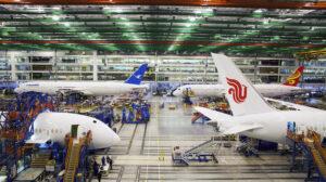Las entregas del B-787 siguen paradas, y la producción ralentizada a 5 aviones al mes..