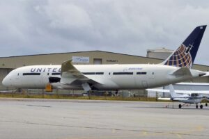 Boeing tiene ya más de 100 B-787 almacenados a la espera de su entrega.