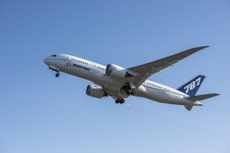 Despegue del cuarto de los B-787-8 equipado con un motor Rolls-Royce Trent 1000 TEN en el primer vuelo,