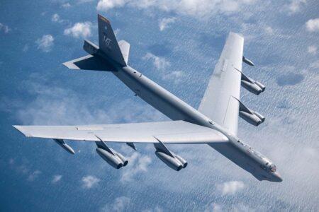El primer B-52 voló el 15 de abril de 1952. El último de 744, el 26 de octubre de 1962.