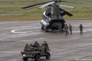 Tropas de la Brigada Almogávares embarcando en un CH-47 Chinook de FAMET