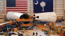 Cadena de montaje del Boeimg 787 en Charleston, a la derecha las secciones (ya unidas) afectadas por los nuevos problemas.